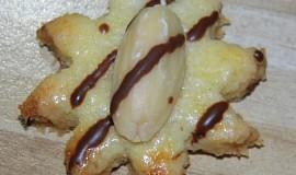 Kokosové cukroví s půlkou mandle