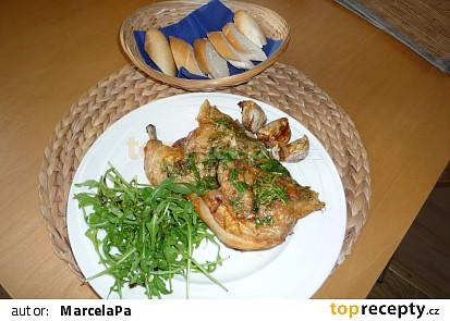 Kuře s pečeným česnekem a rukolovým olejem
