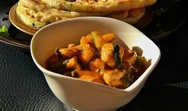 Kuřecí curry se špenátem a cuketou