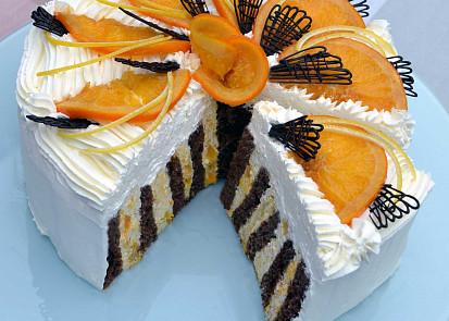 Tento rolovaný dort je plný vitamínů: Pmeranče najdete uvnitř i na povrchu