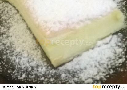 Tvarohový koláč s bílkovým sněhem