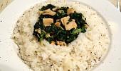 Uzený losos se špenátem a cibulovou rýží