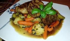Vepřové medailonky s glazovanou zeleninou
