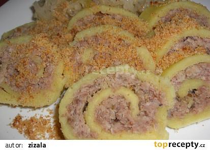 Závin z bramborového těsta plněný masem