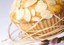 Banánové muffiny s ovesnými vločkami, kokosem a mandlemi