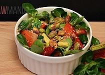 Jemný salát s ovocem a pistáciemi