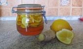 Med, citron, zázvor a zdravý nápoj