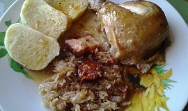 Pečené kuře, plněné kysaným zelím