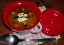 Polévka z červené čočky, cizrny a quinoi