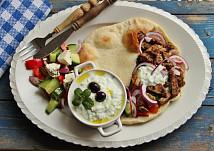 Řecké menu - gyros, tzatziki, řecký salát, pita