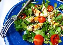 Salát z polníčku s vejcem, rajčátky a pufovanou Quinoa