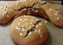 Špaldovo-sojový závin s ořechovou náplní