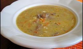 Žampionová polévka s mlékem a vejcem