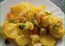 Zapečené brambory s rybou a zeleninou
