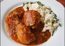 Kuřecí v rajčatovo česnekové omáčce s krupicovými nočky