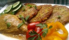 Marinovaný kuřecí plátek s bramboráčky