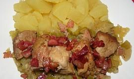 Pečené maso s  kapustou a slaninou