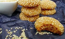 Perníkové sušenky obalené v sezamu