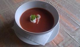 Polévka z předvařené červené řepy