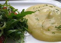 Pyré z brambor, celeru a cibule