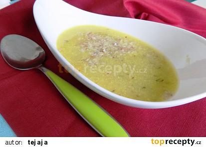 Tykvová polévka s ořechy