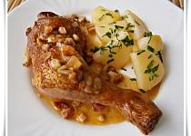 Uzená kuřecí stehna na slanině v papiňáku