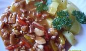 Dušené kuřecí s paprikou a šunkou