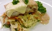 File se sýrem na zelném salátu