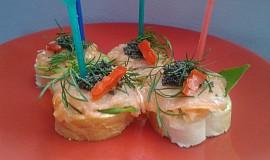 Jednohubky s lososem a kaviárem