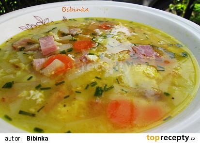 Kedlubnová polévka s uzeným masem a vaječnou jíškou