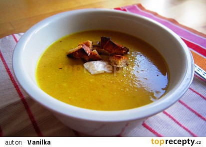 Kokosová polévka z červené čočky a mrkve