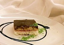 Kokosový koláč s krémem a čokoládovou polevou