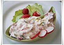 Lehký  zeleninový salátek se zakysanou smetanou