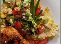 Pestrý salát s Nivou a česnekovým dresinkem