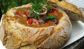 Pikantní fazole v chlebu