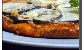 Rustikální pizza s lilkem