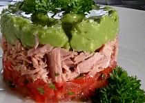 Salát z avokáda, tuňáka a rajčat