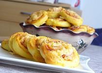 Šneky z kynutého bramborového těsta