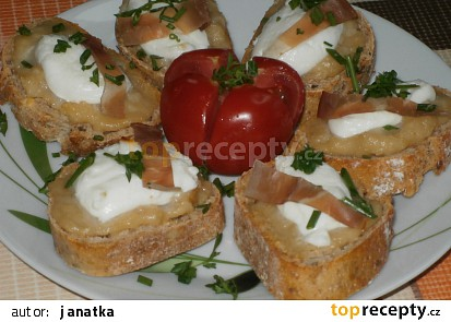 Toasty s pečeným česnekem a kozím sýrem