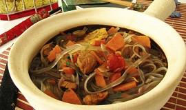 Wok - pikantní kuřecí nudlová polévka