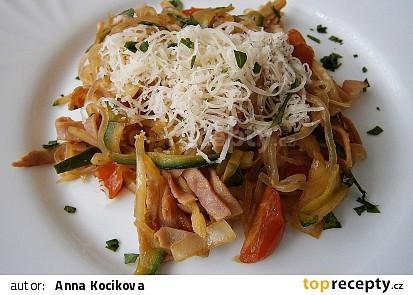 Zeleninové špagety se šunkou a zeleninou