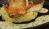 Candát na másle s pažitkovou omáčkou