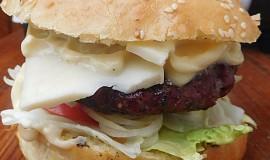 Cheeseburger na grilu