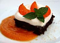 Cizrnové brownies s meruňkovou omáčkou