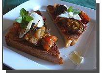 Crostini s lilkem a sýrem