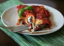 Domácí cannelloni plněné pečeným lilkem, ricottou se žampiony, s rajčatovou omáčkou