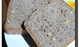 Domácí chléb se syrovátkou a dýňovými semínky