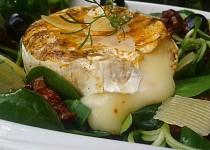 Grilovaný Hermelín s polníčkovým salátem