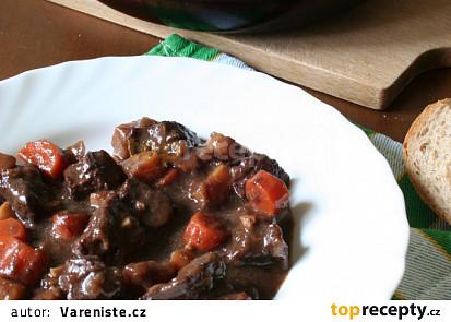 Hovězí maso na víně s kořenovou zeleninou