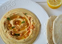 Hummus s pita chlebem
